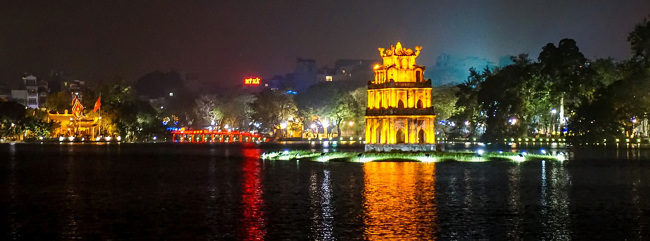 Lake Hanoi at night