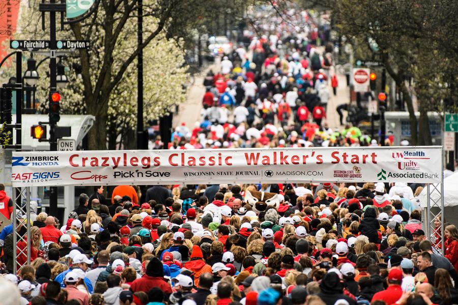 runners starting the crazylegs classic
